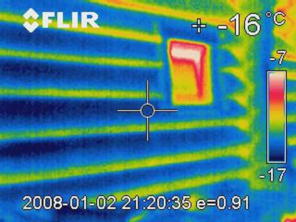 Außenseite einer Sauna 100° Temperaturunterschied
